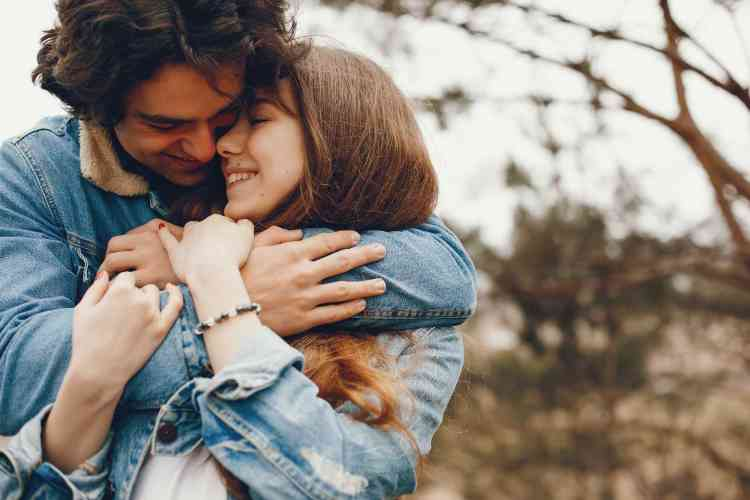 10 علامات تدل على وقوع رجل برج العقرب في الحب