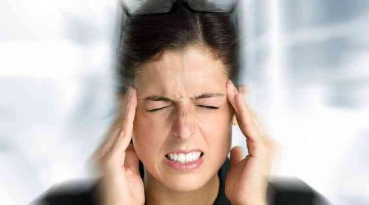 أسباب الصداع المستمر عند النساء وطرق العلاج