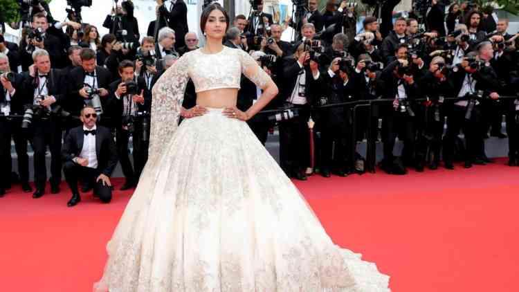 أشكال الفساتين الهندية وكيف تختارينها لكل مناسبة