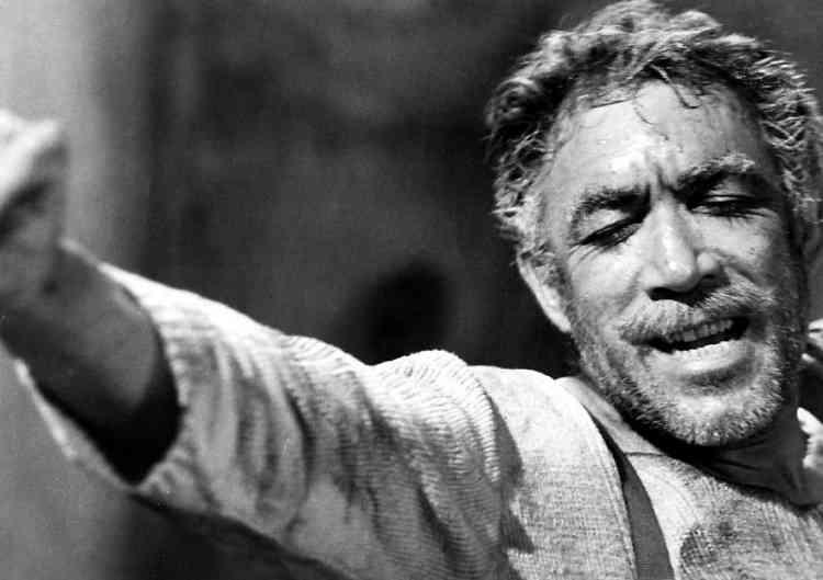 """أفضل أفلام أنتوني كوين """"أسد التمثيل"""" الكاره للعنصرية"""