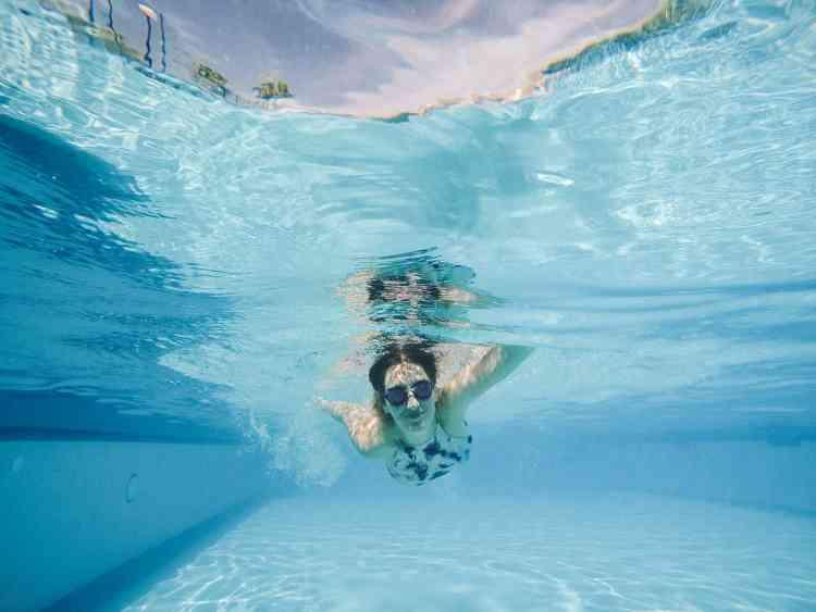 أفضل أماكن تعليم السباحة للكبار والأطفال في مصر