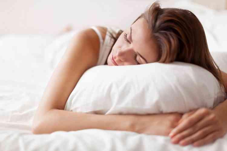 أفضل المخدات الطبية لسلامة جسمك أثناء النوم