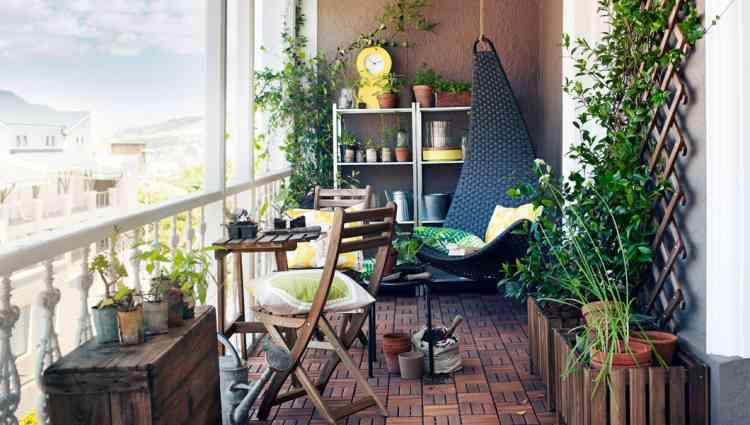 أفكار لديكورات بلكونة بيتك تجعلها مكان ساحر ومميز