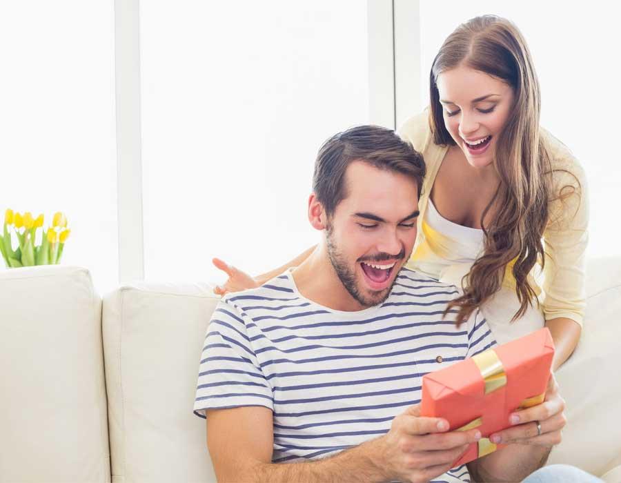 أفكار هدايا للزوج في عيد الزواج