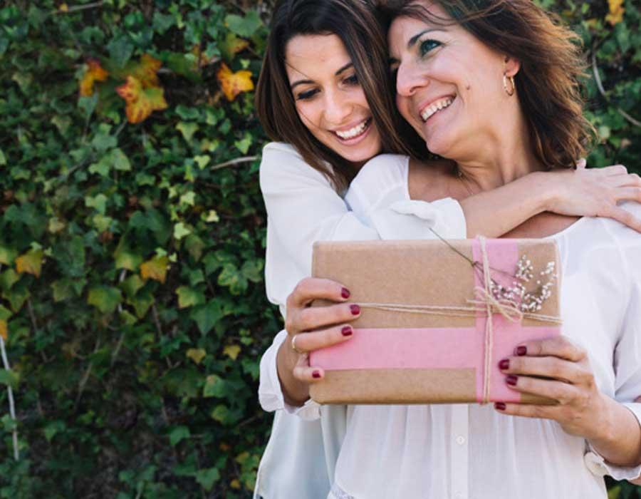 أكثر من 10 أفكار لهدايا عيد الأم تناسب ميزانيتك
