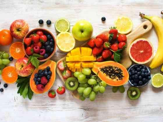 أهم فوائد الفواكه لبشرة مثالية وجسم صحي