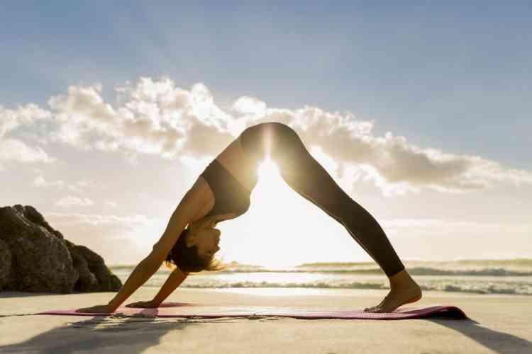 أوضاع يوجا لشد الجسم والتخلص من الترهلات وتحسين الصحة