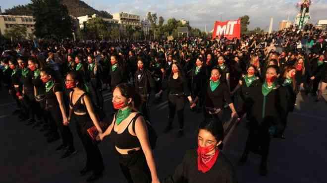 احتجاجات نساء العالم في اليوم الدولي للقضاء العنف