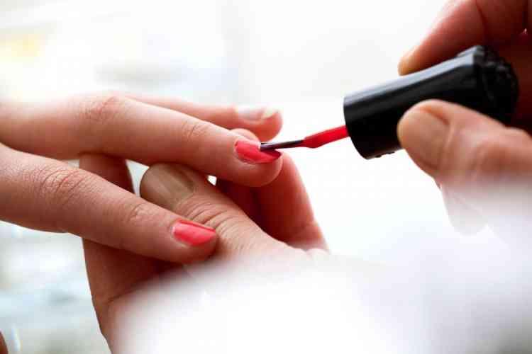 الطريقة الصحيحة لتقليم الأظافر والأدوات المطلوبة