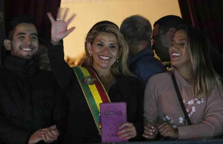 جانين آنييز تعلن نفسها رئيسة مؤقتة لبوليفيا