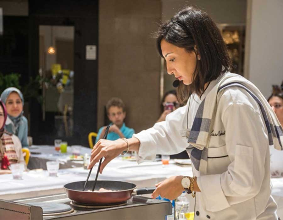 حكاية الشيف سارة نشأت وافتتاح مطبخها بإنستجرام