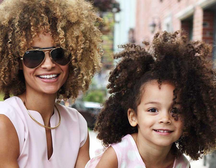 دليلك للتعامل مع الشعر الكيرلي لابنتك