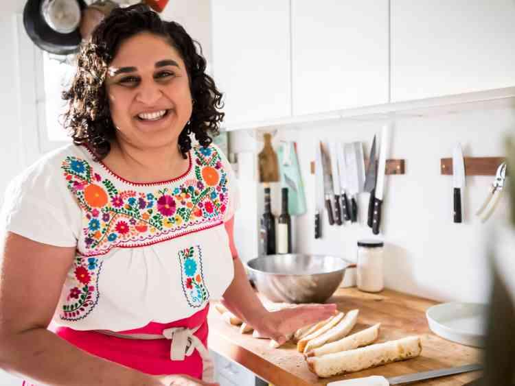 سامين نصرات تجمع بين حب الطبخ والكتابة بعفوية ساحرة