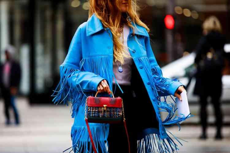 شاهدي بالصور كيفية تنسيق اللون الأزرق في الملابس