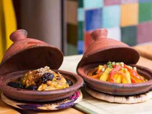 طاجين مغربي بمكونات متعددة ووصفات شهية وسهلة