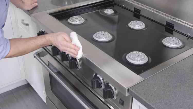 طريقة تنظيف البوتاجاز شديد الاتساخ لمنحه لمعان رائع