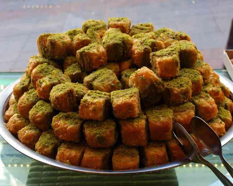 طريقة عمل البقلاوة المصرية والشامية لحلوى شهية