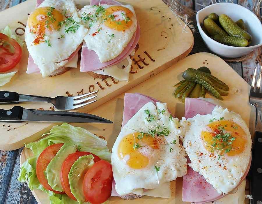 طريقة عمل البيض للإفطار بوصفات مختلفة