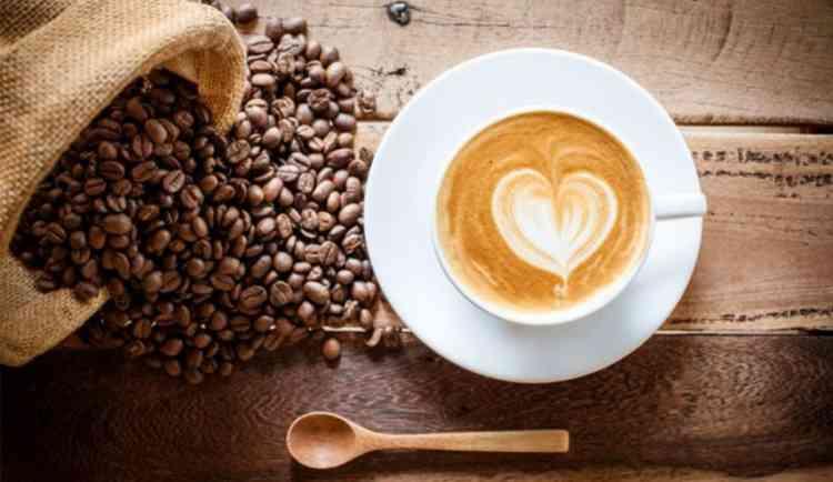 طريقة عمل القهوة باللبن بخطوات سهلة