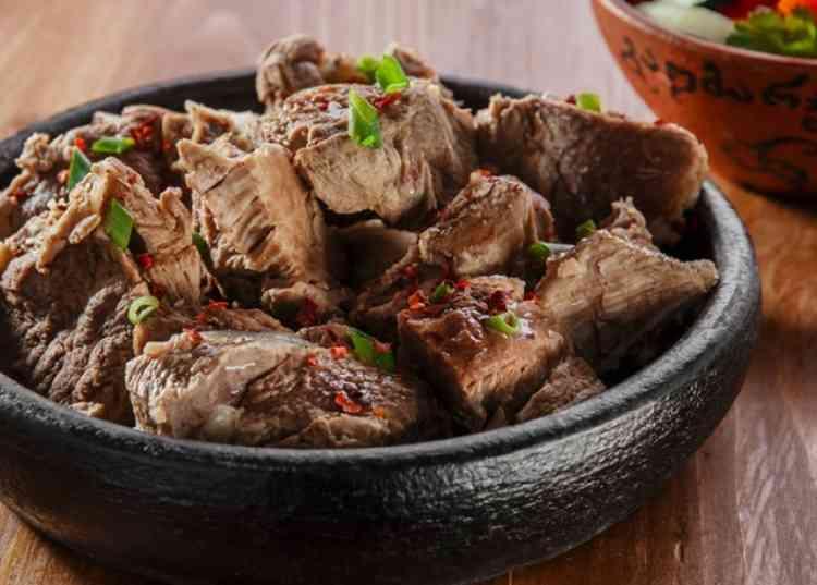 طريقة عمل اللحمة المسلوقة لعشاق اللحوم الحمراء