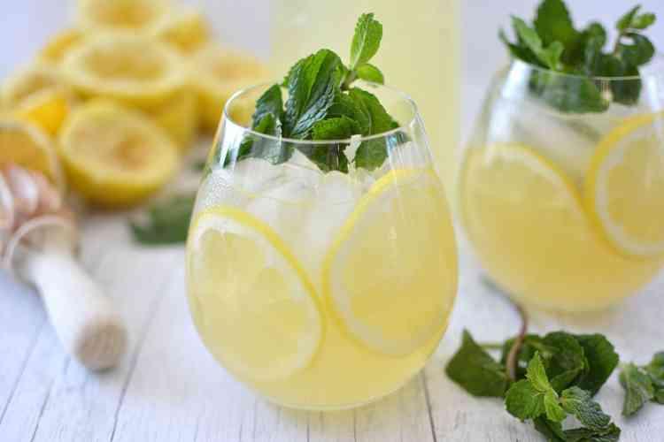 طريقة عمل الليمون بالنعناع.. عصير الصيف المنعش