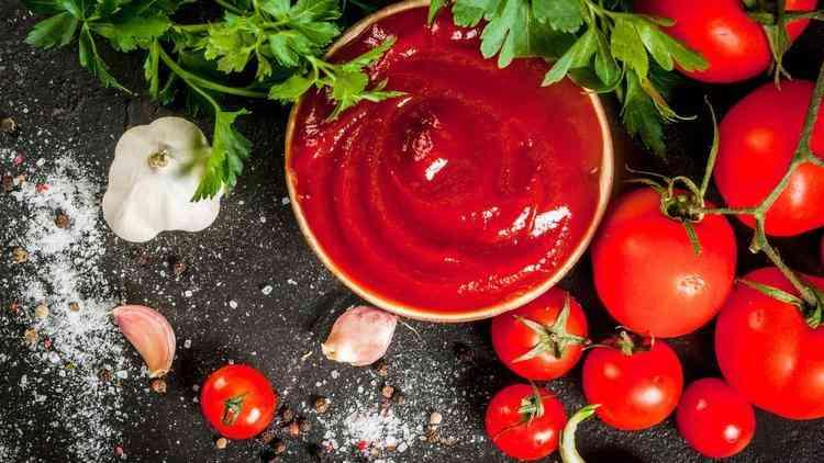 طريقة عمل صلصة الطماطم لأطباق متنوعة بمذاق شهي