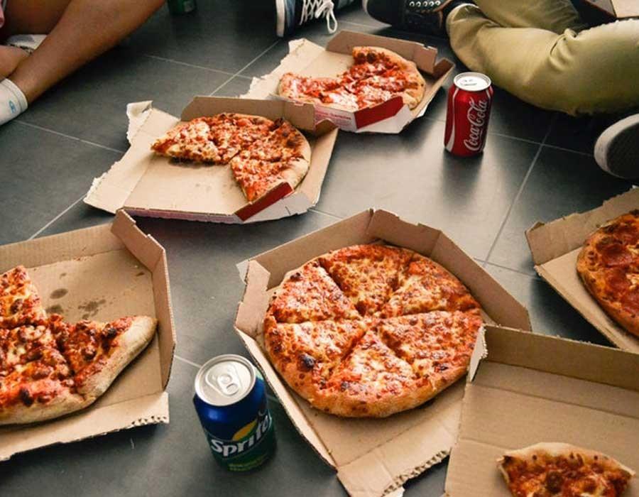 طريقة عمل عجينة البيتزا بسهولة