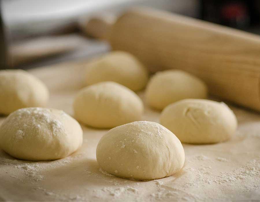 طريقة عمل عجينة العشر دقائق لإعداد البيتزا والفطائر