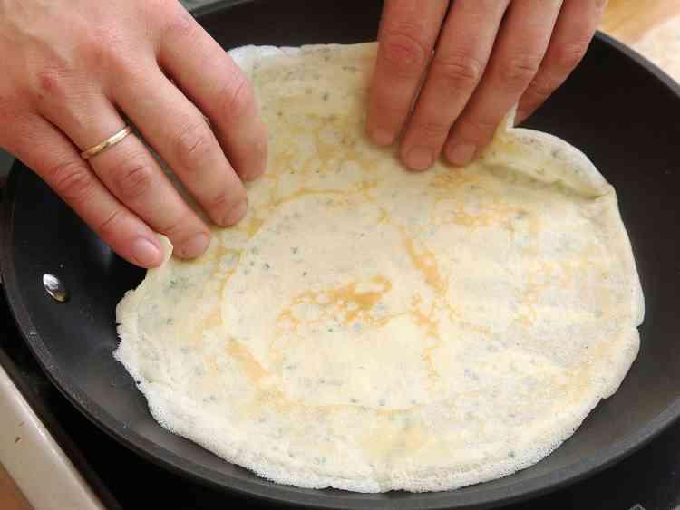 طريقة عمل عجينة الكريب لوجبة شهية تناسب كل الأوقات