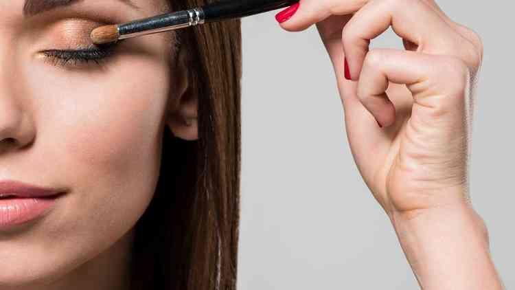 طريقة مكياج العيون المبطنة وأشهر الأخطاء لتجنبها