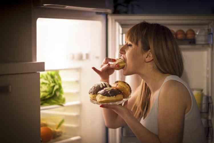 عادات غذائية خاطئة نمارسها في الحجر المنزلي احذريها