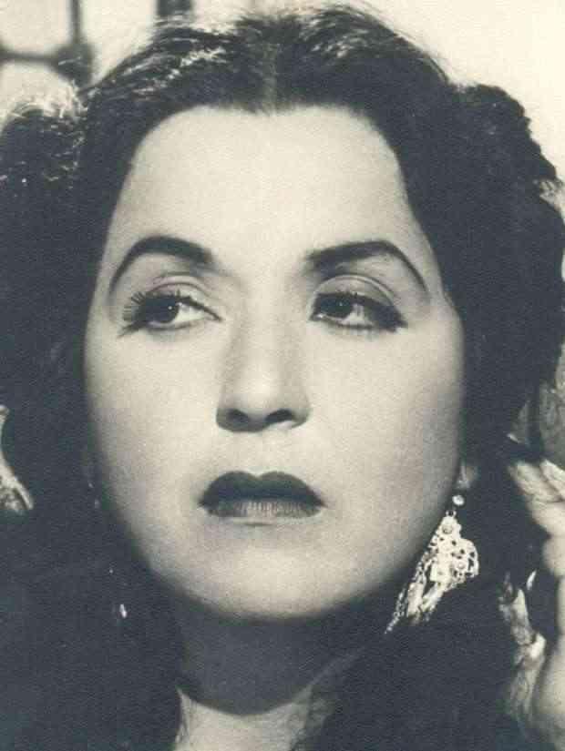 فاطمة رشدي ملكة المسارح التي أفنت مالها إخلاصا للفن