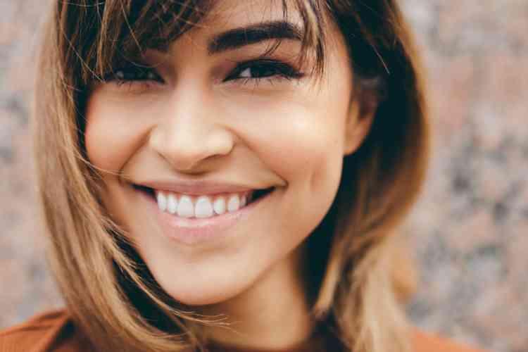 كيفية العناية بالأسنان للحصول على ابتسامة جذابة
