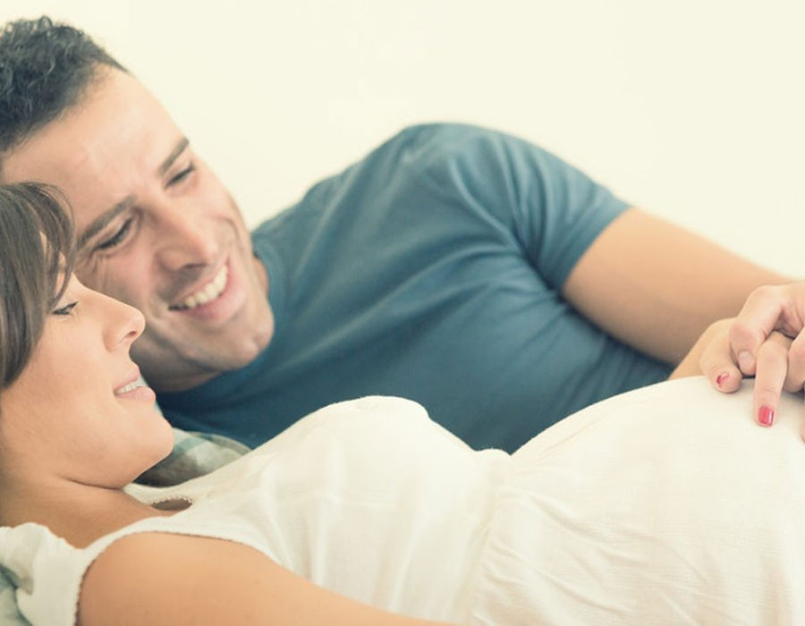 كيفية ممارسة العلاقة الحميمة أثناء الحمل
