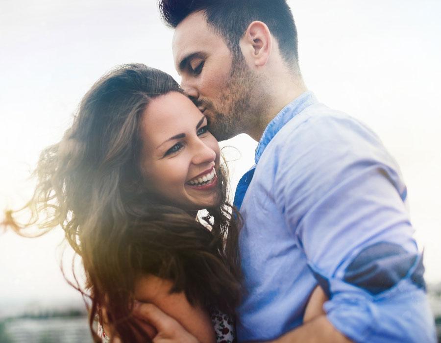 كيف تجددين في العلاقة العاطفية بينك وبين زوجك