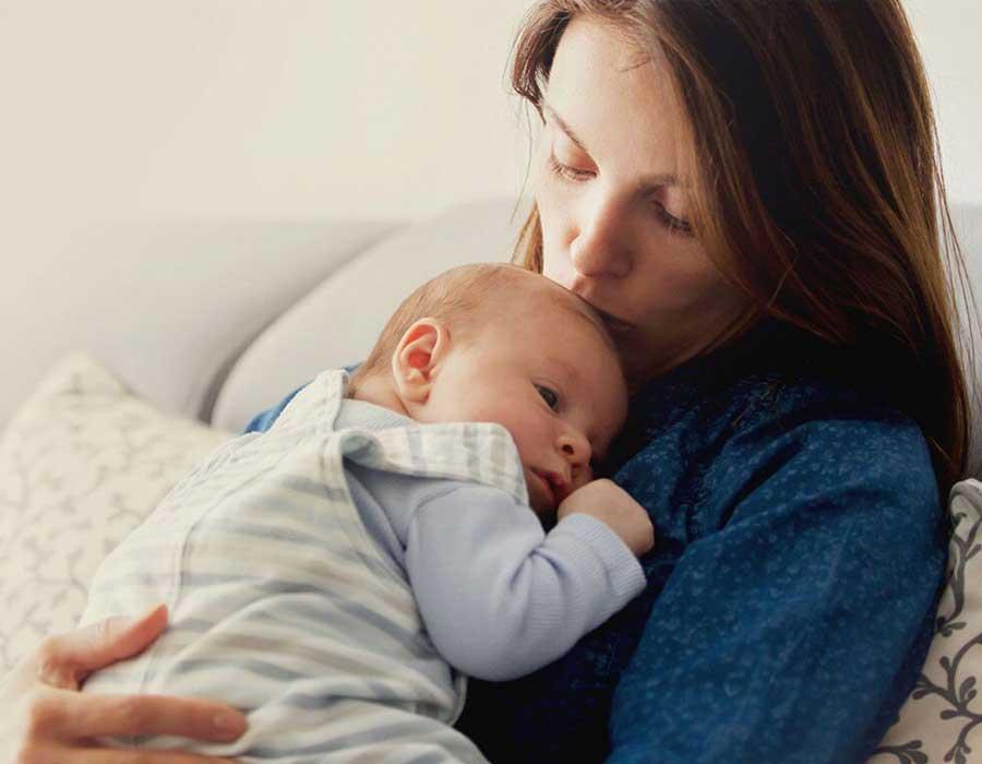 كيف يؤثر اكتئاب ما بعد الولادة على العلاقة الحميمة