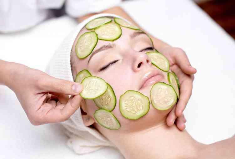 ماسك الخيار بإضافات مختلفة لصحة وجهك ونضارته