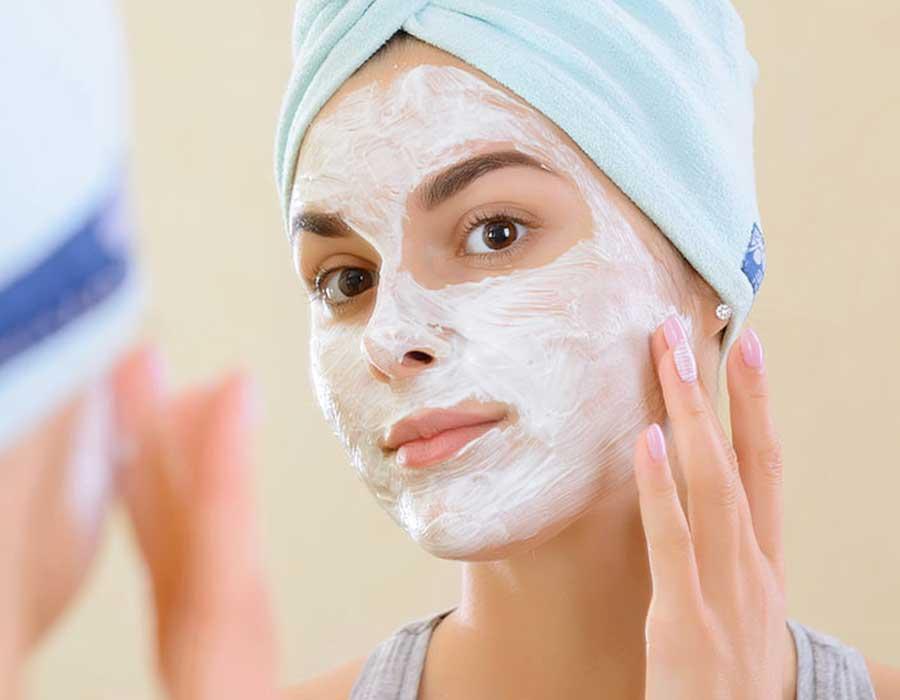 ماسك الزبادي بوصفات مختلفة لصحة وجمال بشرتك