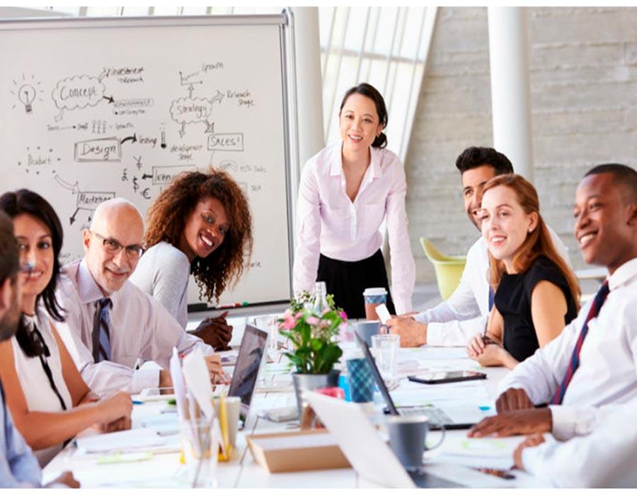 مهارات القيادة النسائية لإدارة فريق العمل بنجاح