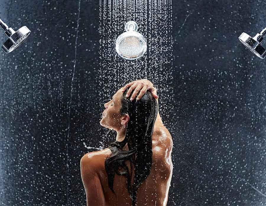 نصائح للشعر عند الاستحمام تحافظ على صحته وقوته