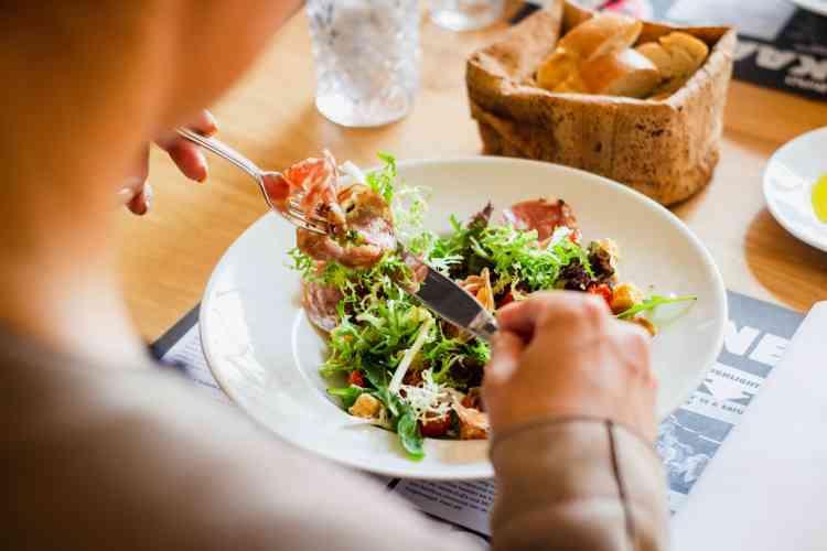 نظام غذائي صحي لتجنب زيادة الوزن خلال الحجر المنزلي