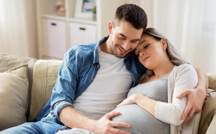 هل ممارسة العلاقة بداية الحمل يضر بالجنين؟
