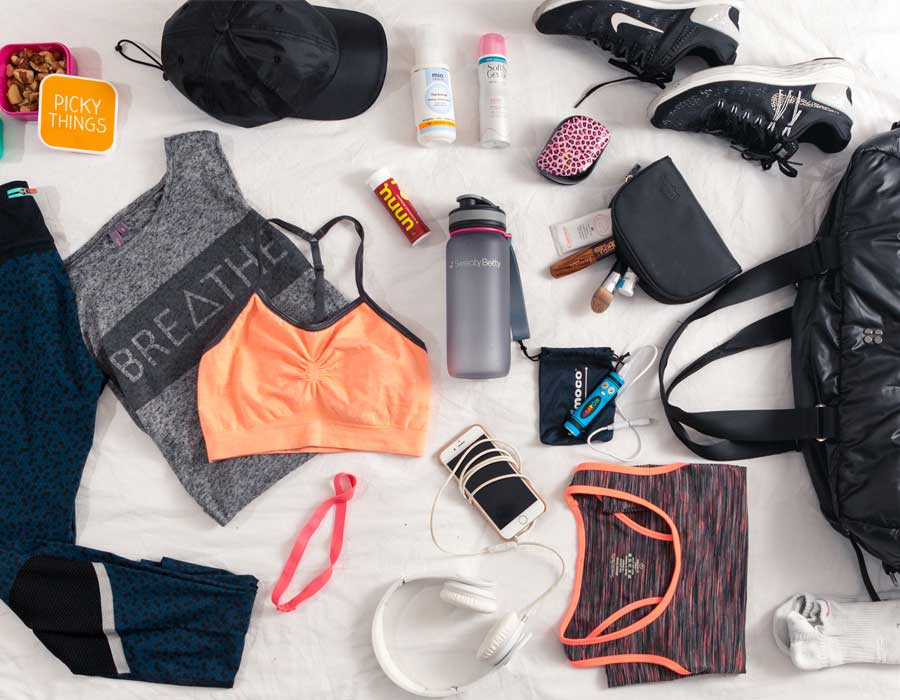 10 أشياء يجب أن تكون في حقيبة الجيم الخاصة بكِ