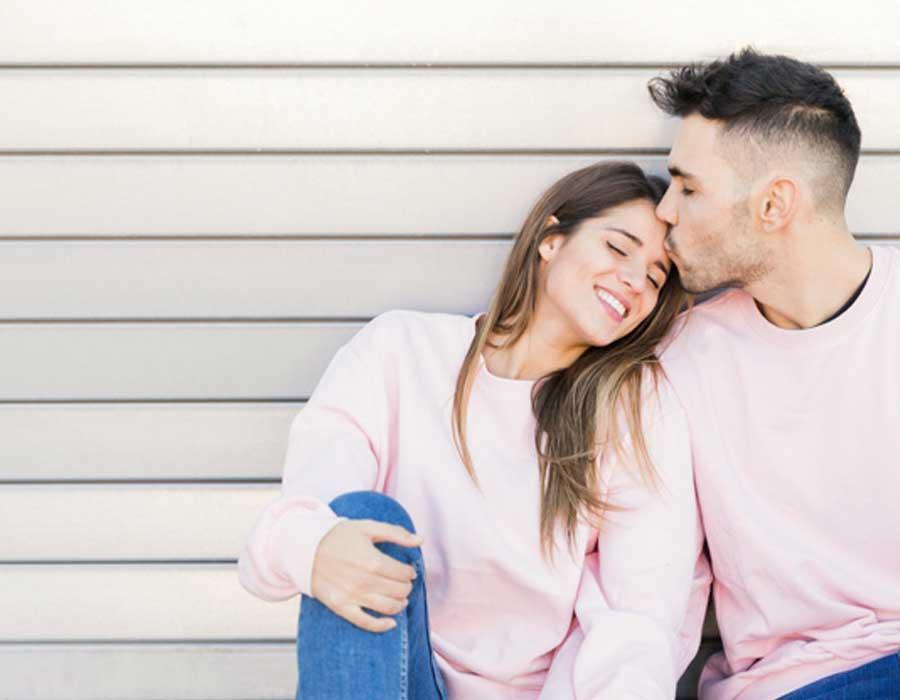 10 علامات تدل على وقوع رجل برج الحمل في الحب