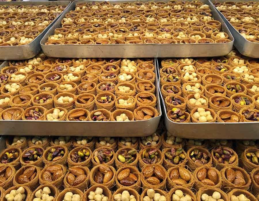 5 أضرار لـ الإفراط في تناول حلويات رمضان