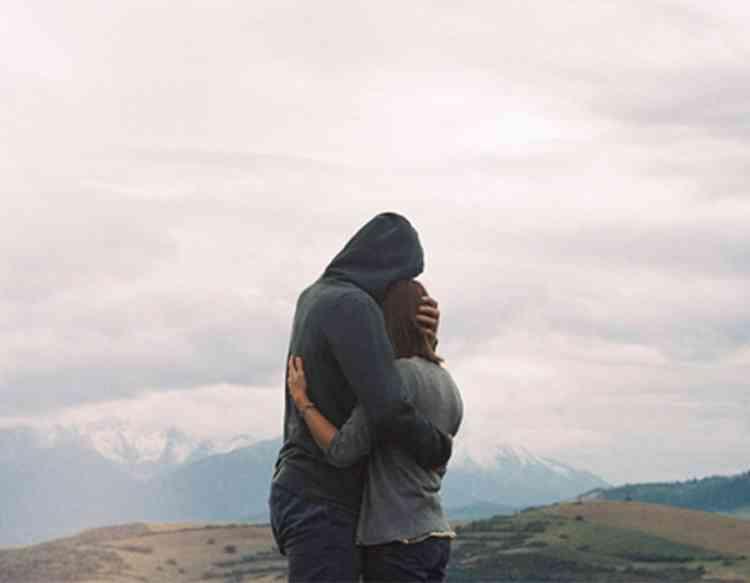 9 طرق لدعم الشريك في فترة نفسية سيئة
