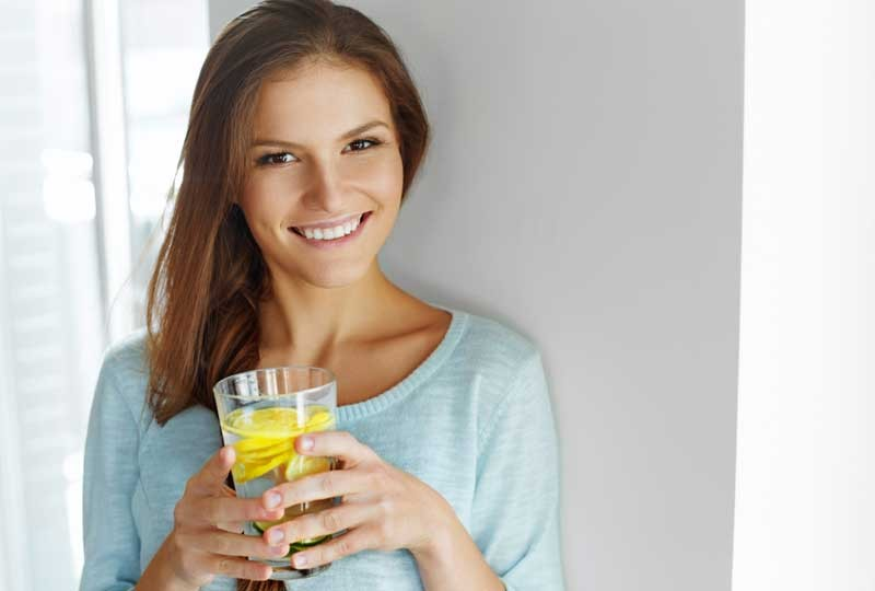 شرب الماء بالليمون علاج للصداع فعال