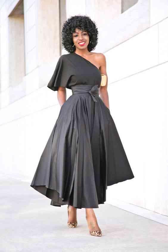 أنواع الفساتين فستان أسود منفوش بكتف واحد