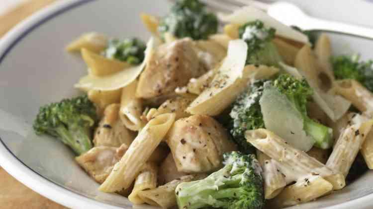 أكلات دايت طريقة عمل المكرونة بالدجاج والبروكلي
