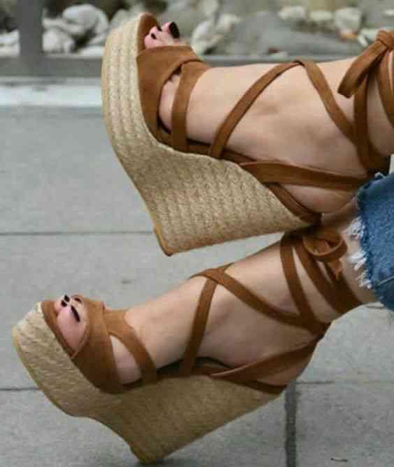 أحذية كعب عالي ويدجز